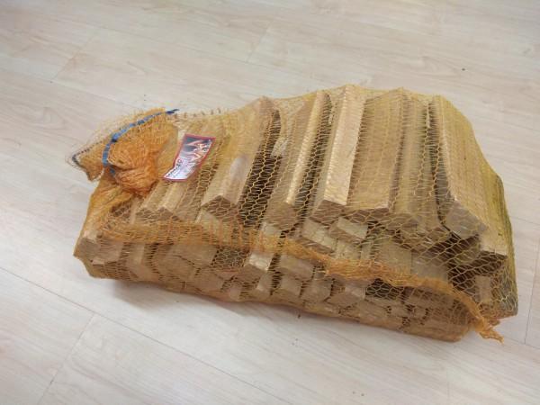 Buchenholz im Netzsack